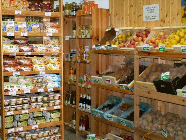 Tienda de alimentos biológicos con todo tipo de cereales