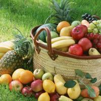 Una cena saludable puede ser a base de frutas y bebida vegetal